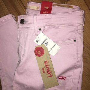 NWT genuine Levi's 711 Mid-rise, ankle skinny!🛍🛒